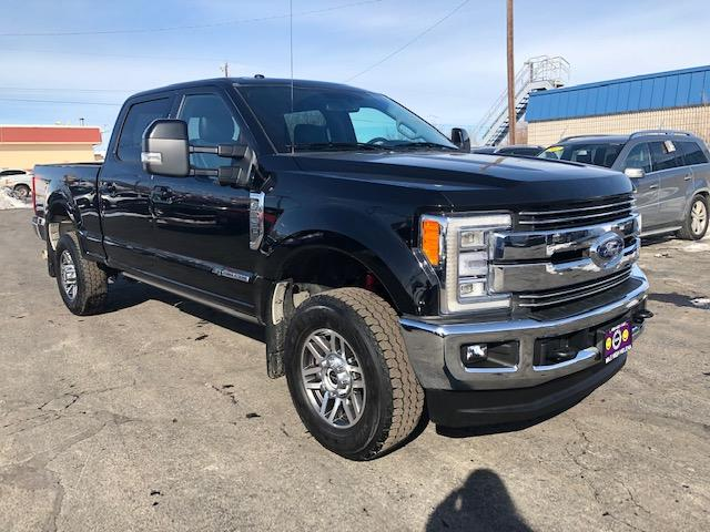 Pre-Owned 2017 Ford Super Duty F-350 SRW Lariat 4WD Crew Cab 8' Box